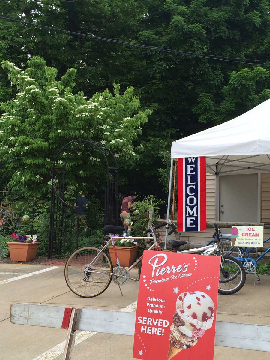 Emerald Necklace Inn - Walk or Bike in for Ice Cream