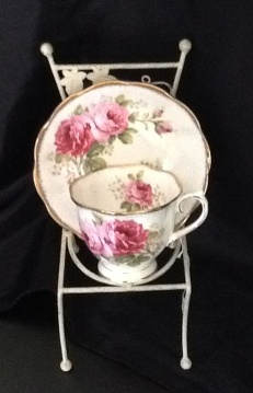 Emerald Necklace Inn - American Beauty Teacup